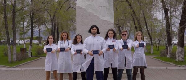 Студенты-медики из Красноярска создали пародию на клип «Цвет настроения синий»