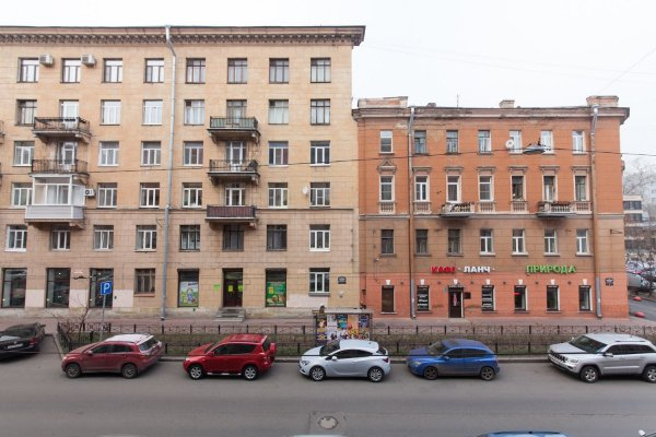Трещину на фасаде дома по улице Александра Невского залили монтажной пеной