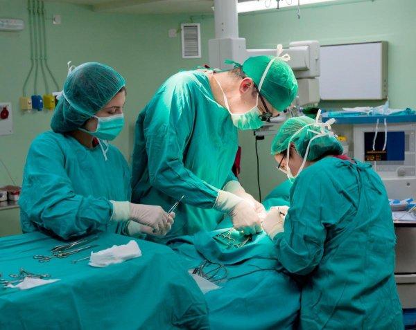 Волгоградский хирург рассказал, как извлекал из пациентов патроны, часы и шурупы