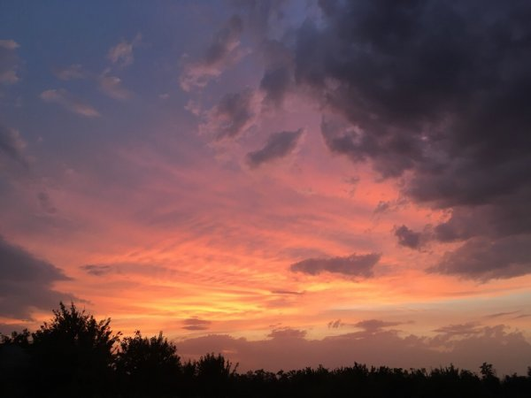 Огненно-красный закат впечатлил ростовчан