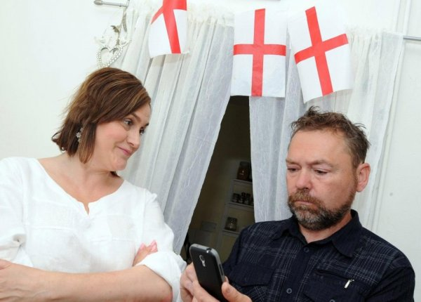 Британские возлюбленные опасаются, что на их свадьбу никто не придёт из-за Чемпионата мира