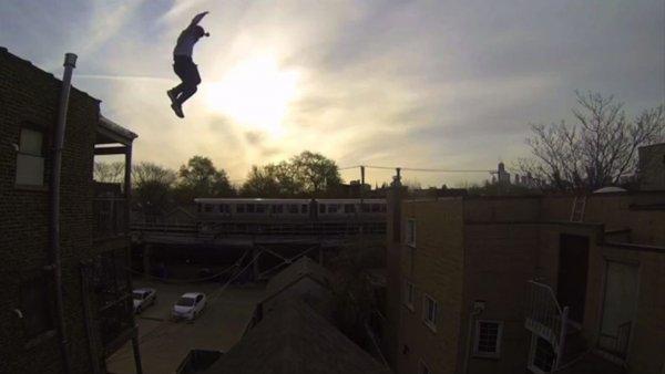 В Воронеже сняли видео с рискованным трюком паркурщика