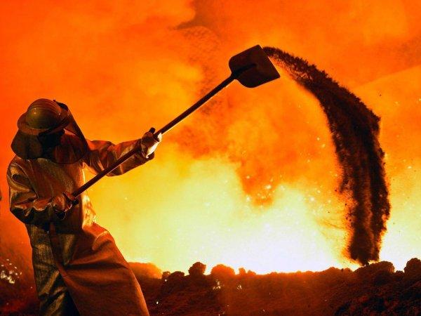 «Сталевары из Челябинска отдыхают»: Видео с фокусом русского сталевара шокировало американцев