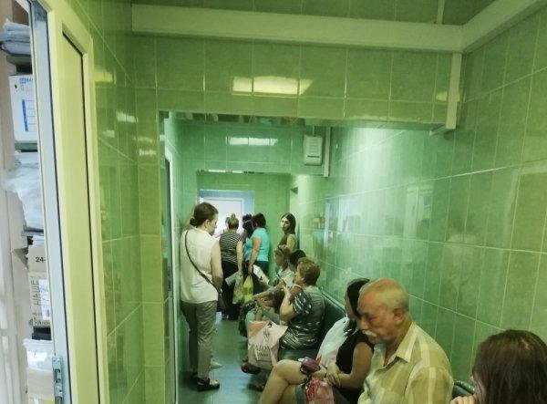 «Адский коридор»: Ростовчане выразили недовольство состоянием поликлиники № 42