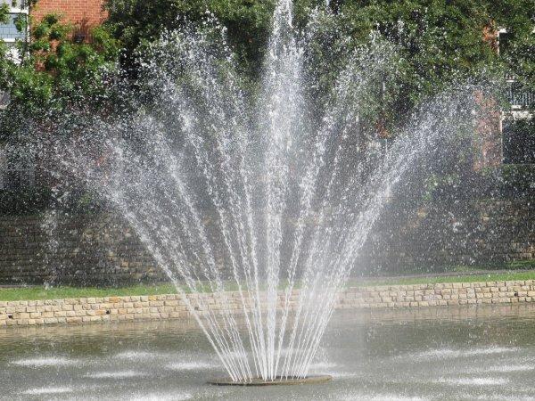 Отключение фонтана в центре Саранска вызвано обрушением плитки, а не Днем ВДВ