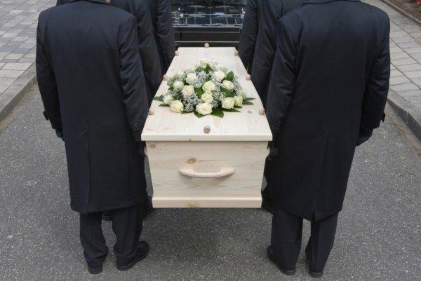 Священник рассказал о шокирующих обрядах погребения в России