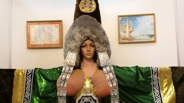 В Якутии пышная грудь древнего божества привлекает зрителей на выставку