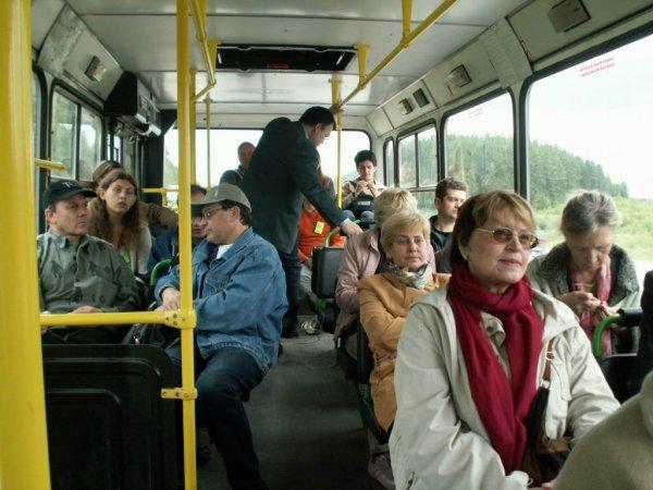 В Ростове пенсионер возмутил пассажиров маршрутки кольцом со «свастикой»