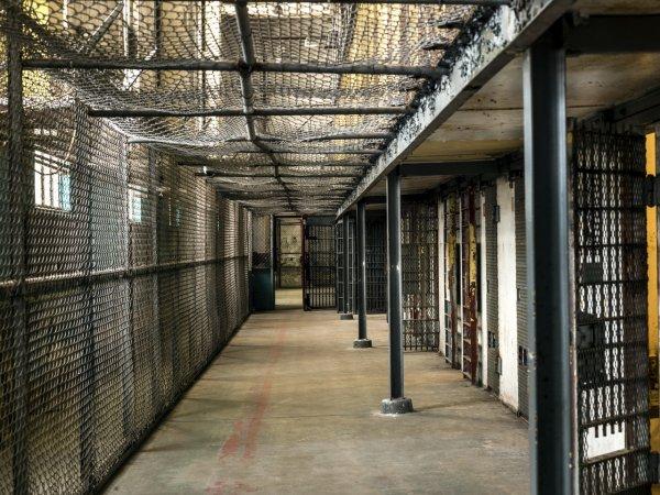 В тюрьмах выделят блоки для осуждённых по экономическим статьям