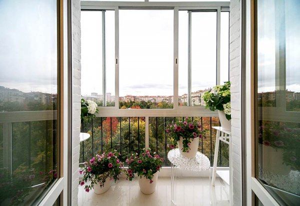 Нюансы и тонкости панорамного остекления балкона