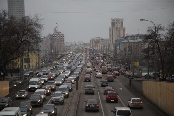В Москве два дня кряду фиксируют девятибалльные пробки