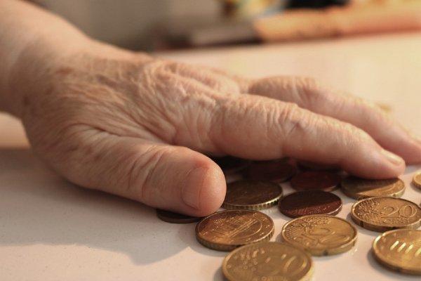 В Новосибирске пожилая дама передала «подарок» министру из-за увеличения пенсии