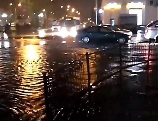 Центр Ростова снова ушел под воду после ливня