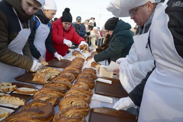 Сладкоежки собрались в Зеленоградске на День Кранцевского пирога