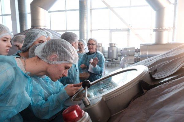 Мифы о янтарном напитке развеяли на заводе «Балтика-Хабаровск»