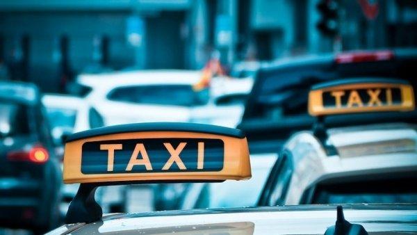 «Ночное такси, в лес не вези»: Пассажиры стали жертвами войны «бомбил»и агрегаторов