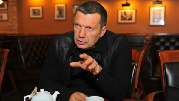 У Навального может быть сеть подпольных цехов по производству фейкового компромата на политиков - Соловьев