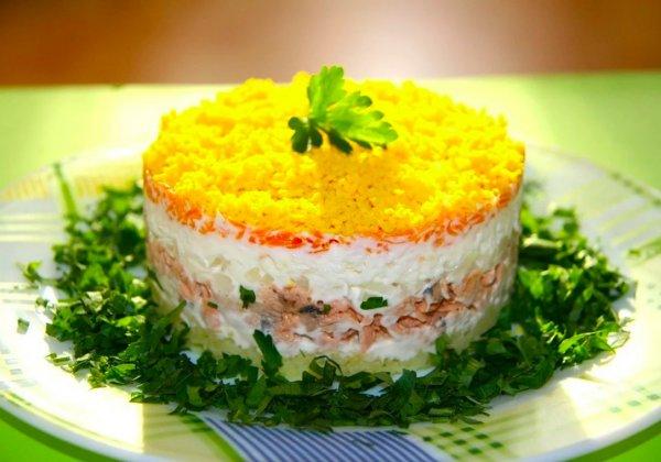 «Мимоза» без майонеза. Назван обновленный рецепт популярного салата