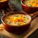 Когда лень готовить… Домохозяйка поделилась простым рецептом сырного супа
