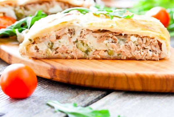 Рыбный пирог из слоенного теста по рецепту шефа