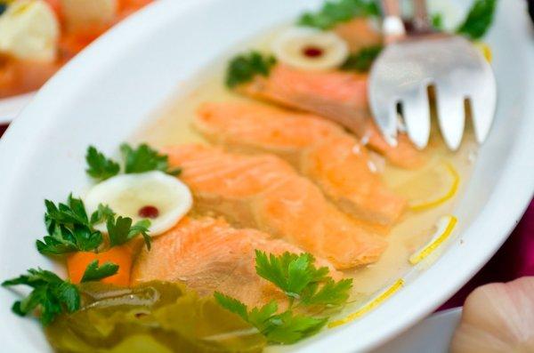 Рецепт «Ирония судьбы». Как приготовить заливную рыбу для новогоднего стола
