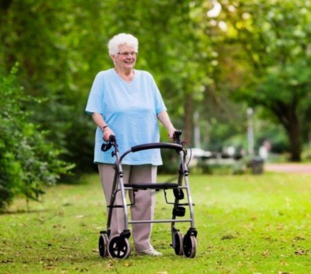 Ходунки для пожилых людей